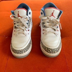 Other - Nike Air Jordan Retro White/Blue/Red 🏀 Size 5.5Y